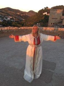 sara-sae-cantando-en-la-alhambra-de-granada